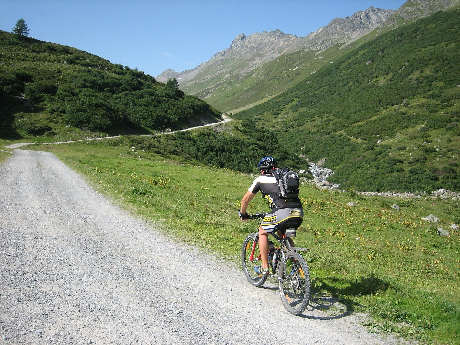 mountain-bike-604749_1920